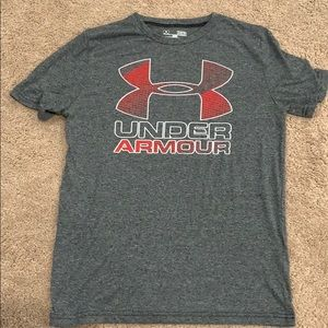 Boys Large Under Armour T-shirt